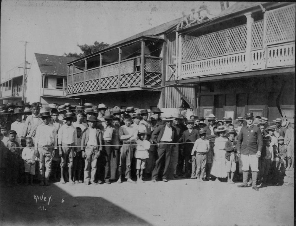 Chinatown in Honolulu under Plague closure in the early 20th century